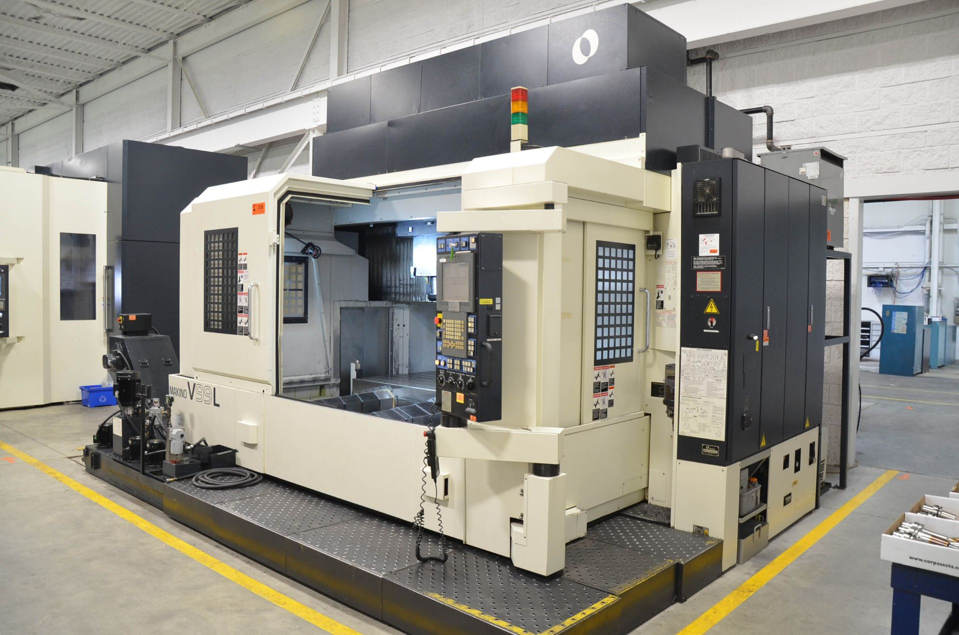 MAKINO (2008) V99L(#50) CNC VERTICAL MACHINING CENTER WITH MAKINO PROFESSIONAL 5 CNC CONTROL, 39. - Image 4 of 12