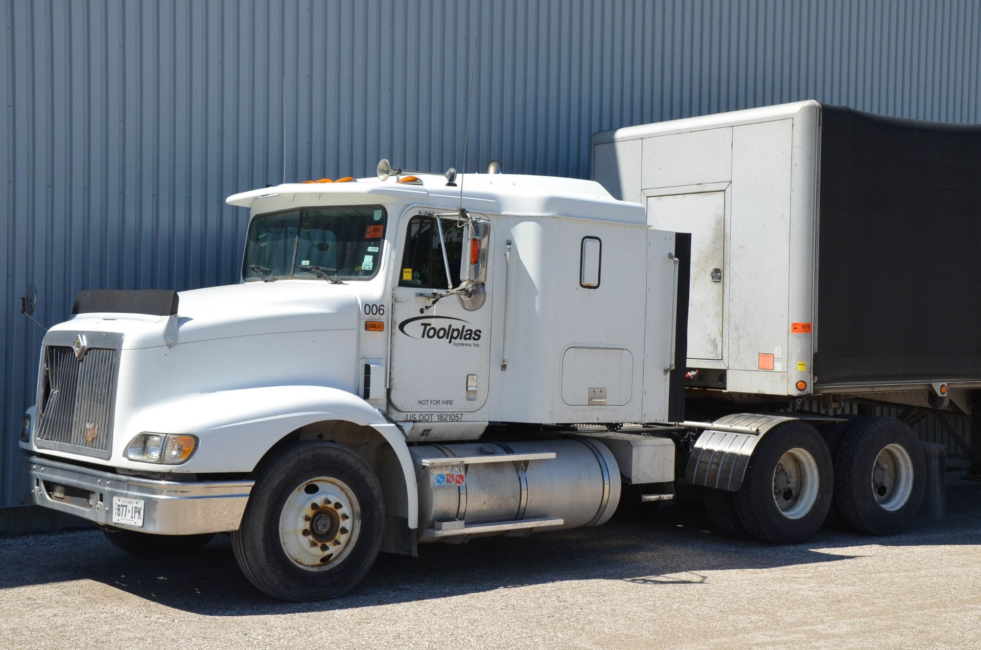 INTERNATIONAL 9200 6X4 TANDEM AXLE SEMI-TRACTOR TRUCK WITH . ENGINE, EATON-FULLER 13 SPEED MANUAL