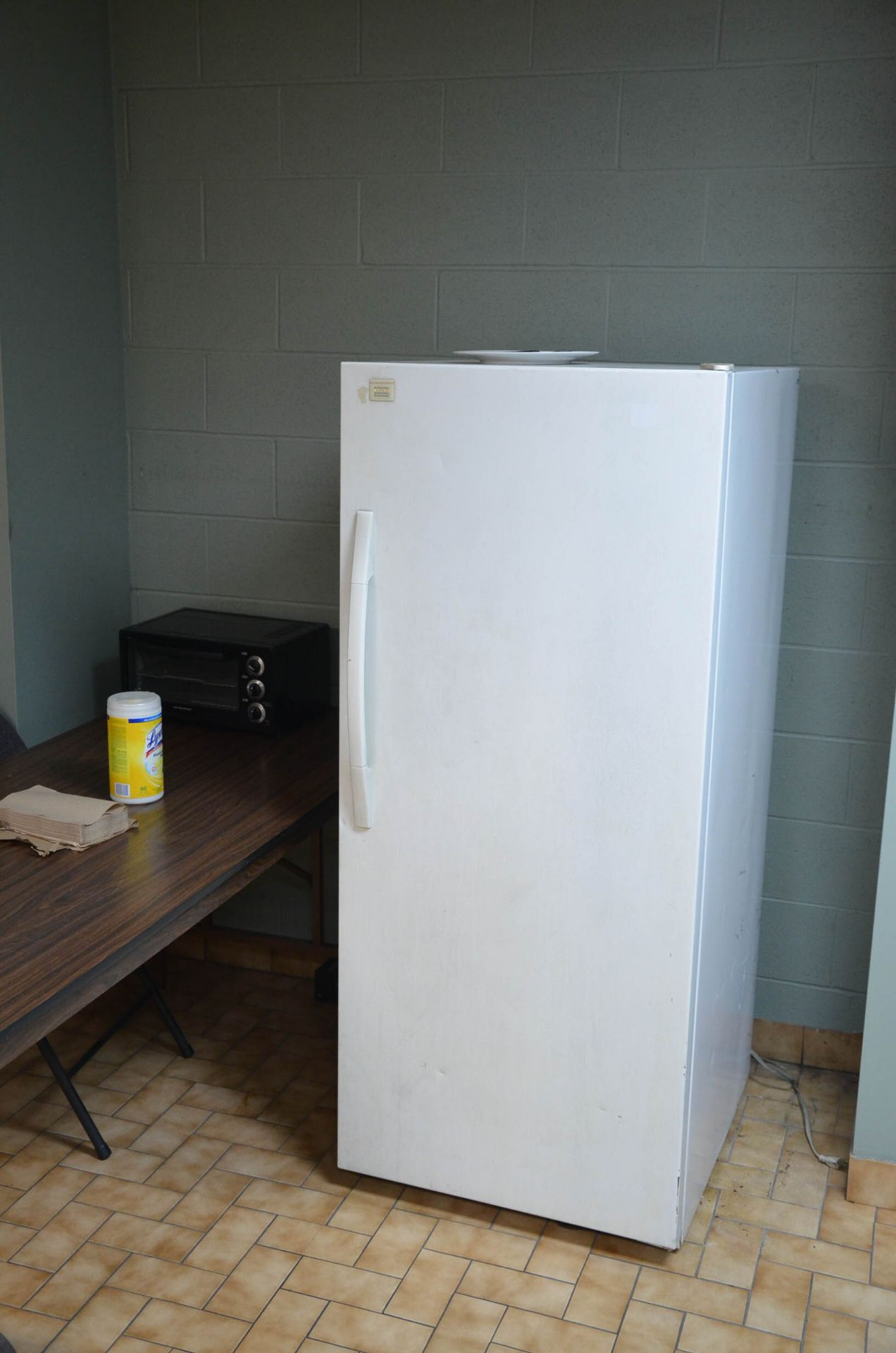 LOT/ LOCKERS AND APPLIANCES - Image 2 of 3
