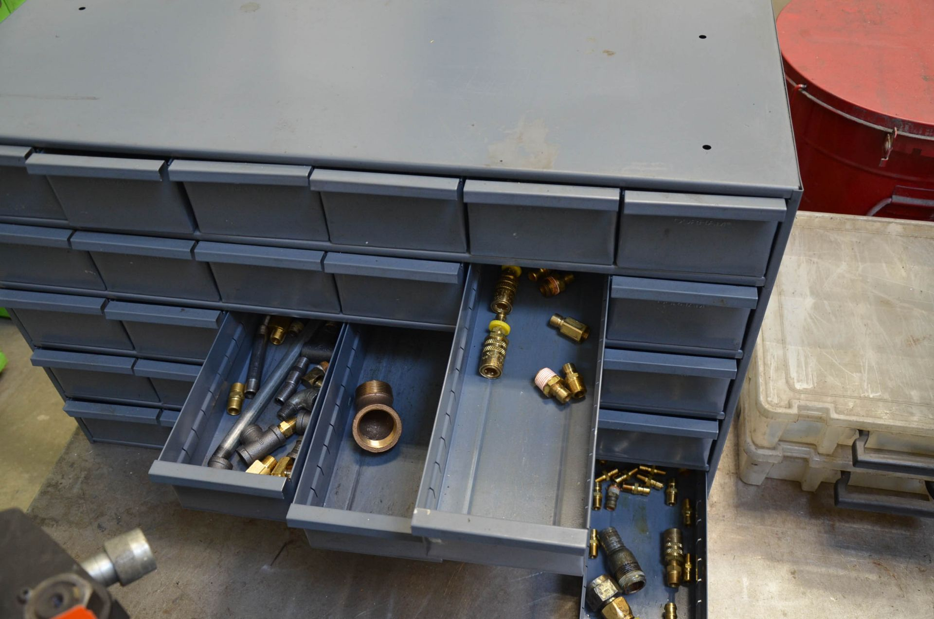 LOT/ FASTENAL INDEX CABINETS WITH HARDWARE - Image 3 of 3