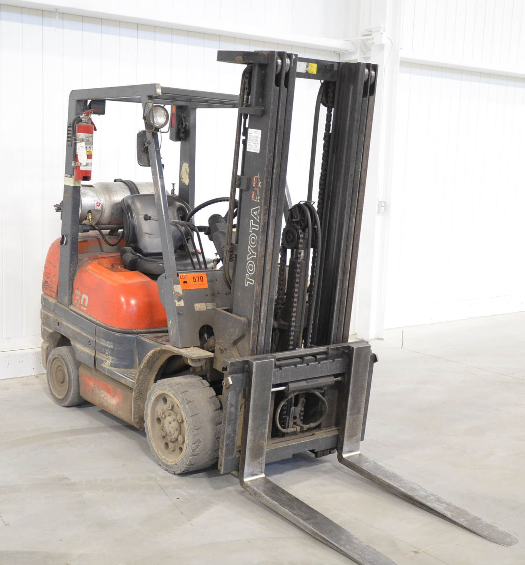 """TOYOTA 42-6FGCU30 4,750LB CAPACITY LPG FORKLIFT WITH 187"""" MAX. VERTICAL REACH, SIDE-SHIFT, CUSHION"""