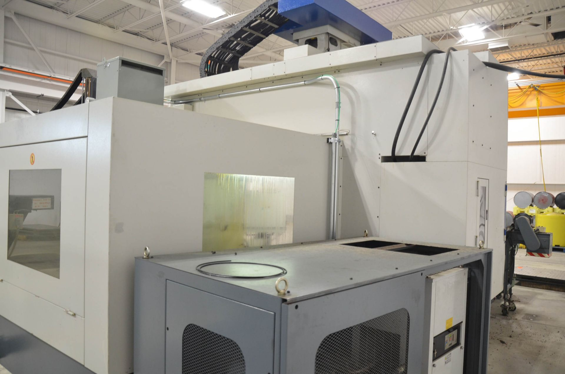 AWEA (2005) SP2016HSS GANTRY-TYPE CNC VERTICAL MACHINING CENTER WITH FANUC SERIES 18I-MB CNC - Image 5 of 11