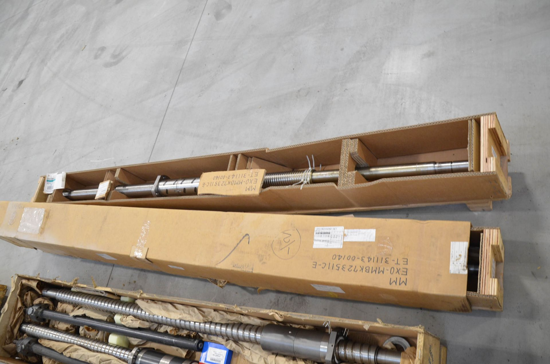 LOT/ SPARE AND REPLACEMENT BALL SCREWS - Image 5 of 6
