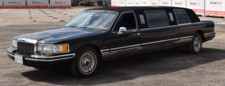 LINCOLN (1992) TOWN CAR 4 PASSENGER STRETCH LIMOUSINE WITH 8 CYLINDER 4.6L GAS ENGINE, 321,116KM (