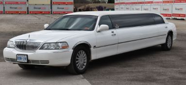 LINCOLN (2007) TOWN CAR 8 PASSENGER STRETCH LIMOUSINE WITH 8 CYLINDER 4.6L GAS ENGINE, 175,728KM (