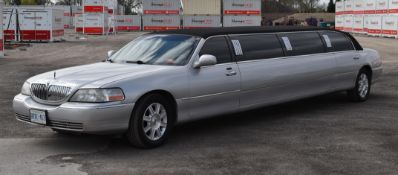 LINCOLN (2003) TOWN CAR 8 PASSENGER STRETCH LIMOUSINE WITH 8 CYLINDER 4.6L GAS ENGINE, 294,473KM (