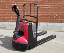 RAYMOND (2017) 8210-F45L 4500 LB. CAPACITY 24V WALK-BEHIND ELECTRIC PALLET JACK WITH CHARGER, 2513