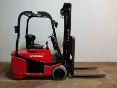 """RAYMOND (2009) 440-C30TT 3000 LB. CAPACITY 36V 3-WHEEL ELECTRIC FORKLIFT WITH 195"""" MAX. VERTICAL"""