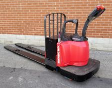 RAYMOND (2007) 8400 8000 LB. CAPACITY 24V RIDE-ON ELECTRIC PALLET JACK WITH 6219 HRS (RECORDED ON