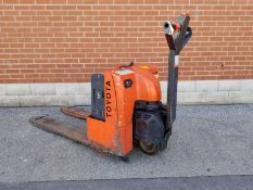 TOYOTA 6HBW20 4000 LB. CAPACITY 24V WALK-BEHIND ELECTRIC PALLET JACK WITH CHARGER, 2406 HRS (