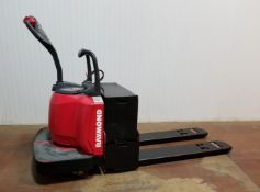 RAYMOND (2006) 8400-FRE60L 6000 LB. CAPACITY 24V RIDE-ON ELECTRIC PALLET JACK WITH 1159 HRS (