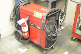 LINCOLN ELECTRIC POWERMIG 255 DIGITAL PORTABLE MIG WELDER WITH CABLES AND GUN, (ARGON TANK NOT