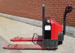 RAYMOND (2000) 101T F40L 24V ELECTRIC WALK-BEHIND PALLET JACK WITH 4500 LB. CAPACITY, 783 HRS (