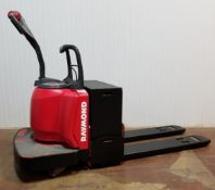 RAYMOND (2006) 8400 FRE60L 24V RIDE-ON ELECTRIC PALLET JACK WITH 6000 LB. CAPACITY, 3736 HRS (