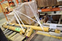 LOT/ CATERPILLAR MOBILE EQUIPMENT PARTS INCLUDING CYLINDERS AND FILTERS (CMD WAREHOUSE - 09020401)