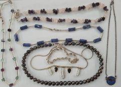 Silver and semi-precious stone necklaces, culturedpearl necklace, etc (1 box)