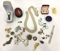 Quantity of costume jewelleryto include diamante brooches, Scottish thistle brooch, lady's white