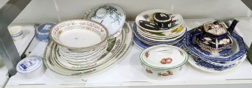 Assorted ceramics to include Wedgwood jasperware, Royal Doulton serving plate, blue and white