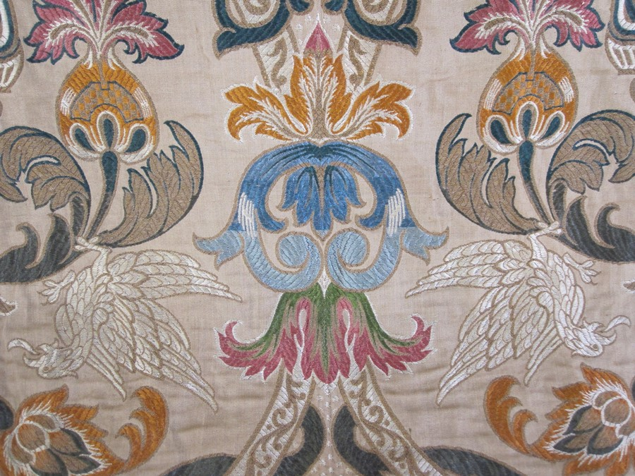 Early 20th century machine-made crewelwork-style curtain,bordered with blue damask, 180cm x 100cm - Image 2 of 2