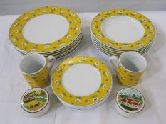 Villeroy & Boch group 'Gallo' design part dinner service with teacups and two Villeroy & Boch '