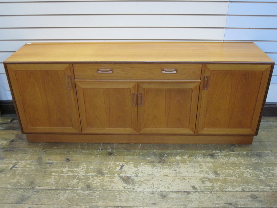 Mid 20th century G-Plan teak sideboard with curved bar handles, single drawer above cupboard,