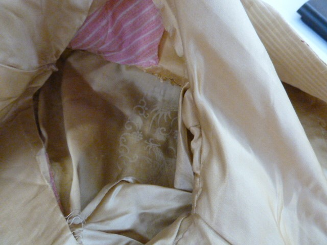 Vintage satin three quarter length jacket, labelled 'Ying Tai Co, Hong Kong and Shanghai', a - Image 7 of 7