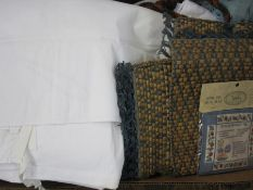 Quantity of assorted table linen to include damask, boxed handkerchiefs, table mats, etc (1 box)