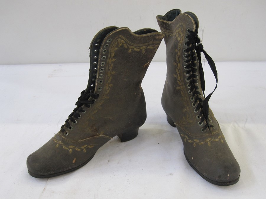 Pair of Victorian/Edwardian child's leather lace-up bootswith embroidered decoration, low block - Image 2 of 2
