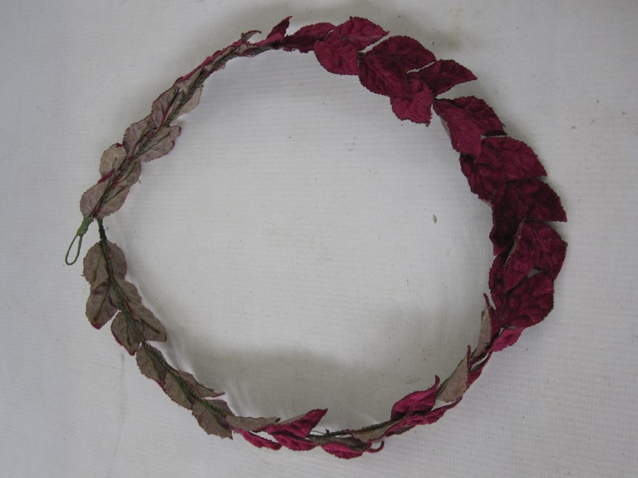 Collection of 1920's headdresses to include velvet decoration, sequins, faux-flowers, feathers, - Image 10 of 13