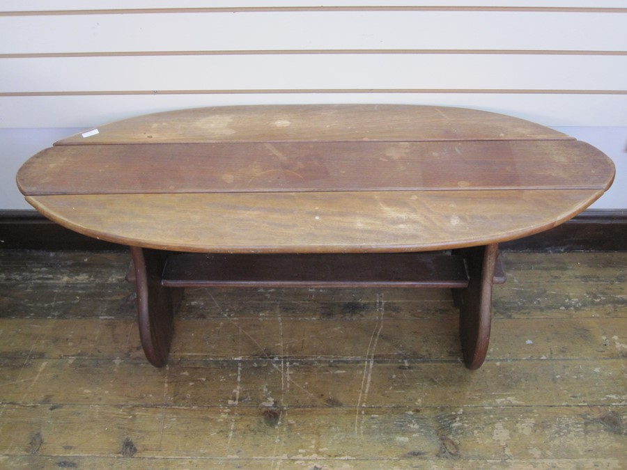 Dark wood bench with floral cushion and similar oval slatted coffee/occasional table, on straight - Image 2 of 2