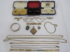 Gold and metal watch/brooch suspension ribbon, gold-coloured stickpin set pearl, two other