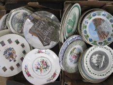 Assorted plates, souvenir plates, various tourist destinations, etc (2 boxes)