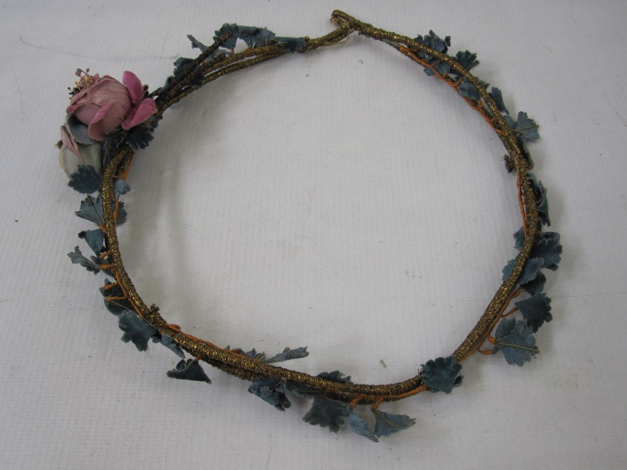 Collection of 1920's headdresses to include velvet decoration, sequins, faux-flowers, feathers, - Image 5 of 13
