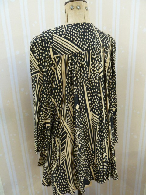 Vintage black and cream Biba smock topwith angel sleeves, three square buttons, labelled, deep - Image 2 of 7