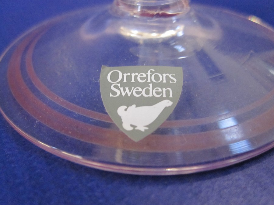 Suite of Orrefors Sweden hand-painted glasses, decorated with purple flowers and green stems, to - Image 5 of 6