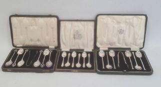 A set of six 1930s silver teaspoons and sugar nips, cased, Birmingham 1938, makers Cooper Brothers &