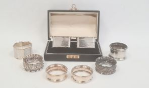 A pair of early 20th century silver napkin rings, scalloped edges, boxed, Birmingham 1929, makers