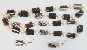 Agate bead necklace, the rectangular banded agate beads interspersed with pearlised crosses, with