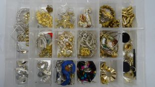 Quantity of costume jewellery to include brooches, earrings, rings, simulated pearl, diamante, etc