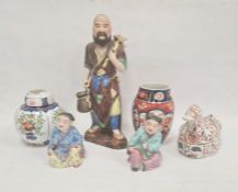 Japanese Imari porcelain barrel-shaped vase, 13cm high, tinted bisque and glazed figure of a