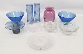 Assorted glassware to include weights marked 'Made in Finland', Mats Jonasson Swedish paperweight,