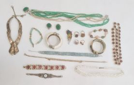 Quantity of costume jewelleryto include turquoise and diamante collarette, ring, faux-jade and