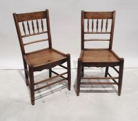 Set of six elm-seated country chairswith bobbin turned backs, turned supports and stretchers (6)