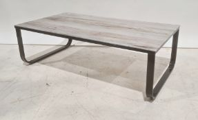 Glass-topped rectangular coffee tableon black metal base, 104.5cm wide
