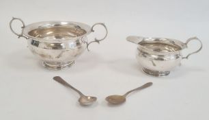 An early 20th century silver two handled sugar bowl, Birmingham 1906, maker Joseph Gloster, 2toz.