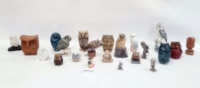 Assorted metal, glass and ceramic owl ornaments