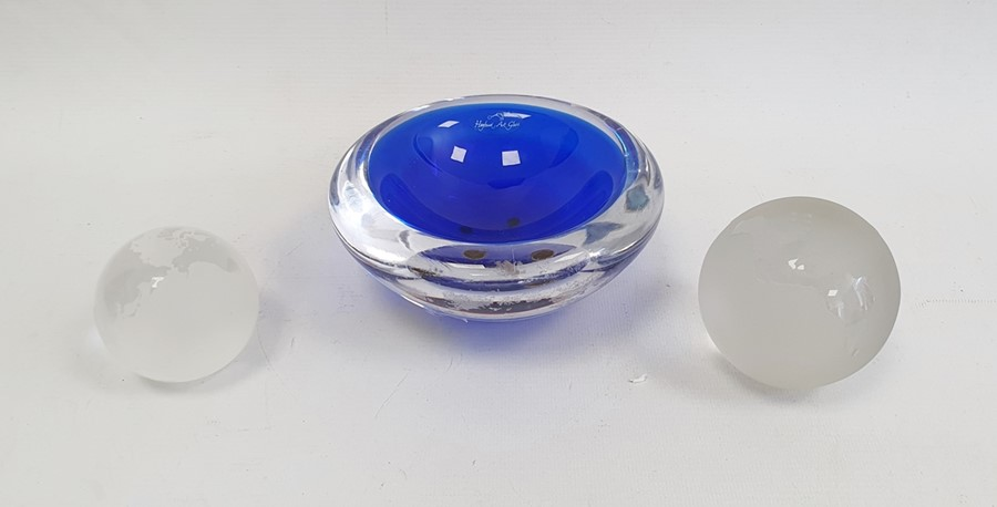 Hoglund (New Zealand) blue and clear cased glass bowlwith acid etched signature to base and bears