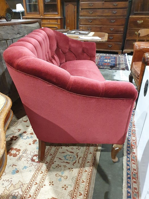 Early 20th century button-back sofa in red upholstery, on cabriole front legs Condition - Image 10 of 14
