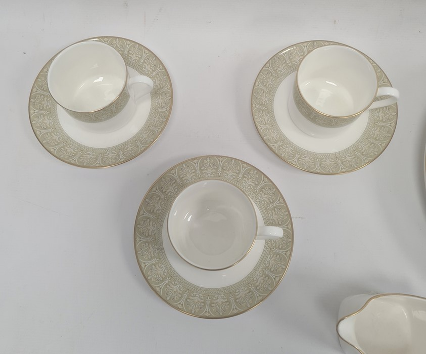 Royal Doulton 'Sonnet' pattern dinner servicefor six persons to include:- three sizes of plates, - Image 2 of 3