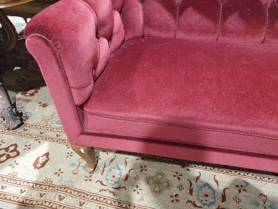 Early 20th century button-back sofa in red upholstery, on cabriole front legs Condition - Image 6 of 14